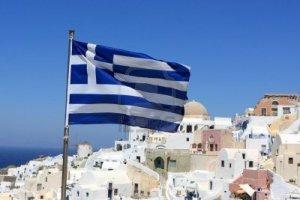 Bandera griega en Santorini