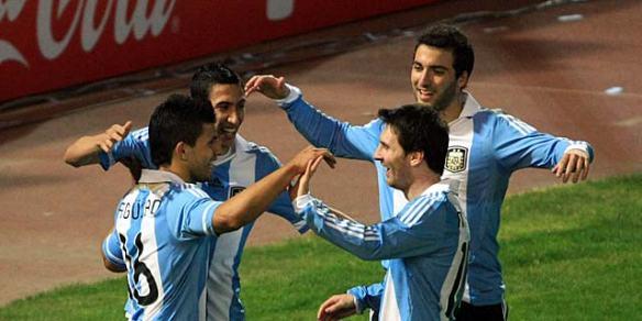 Messi, Agüero, Di María e Higuaín celebran un gol de Argentina