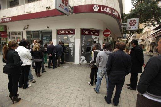 Colas ante el Laiki Bank en Nicosia
