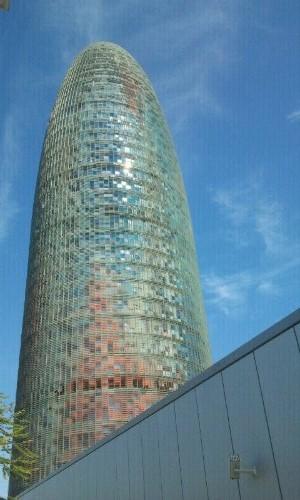 Torre Agbar, desde la Plaça de les Glóries