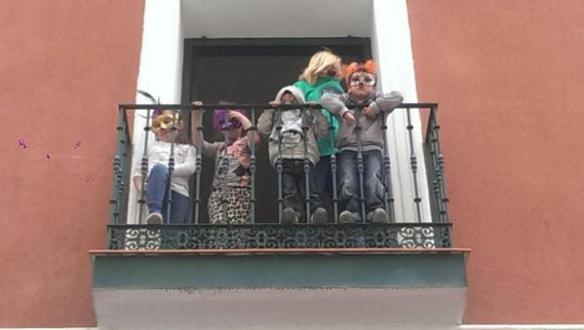Niños en su nueva casa en el centro de Madrid